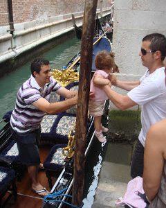 Viajar a Venecia y dar un paseo en Góndola Italia