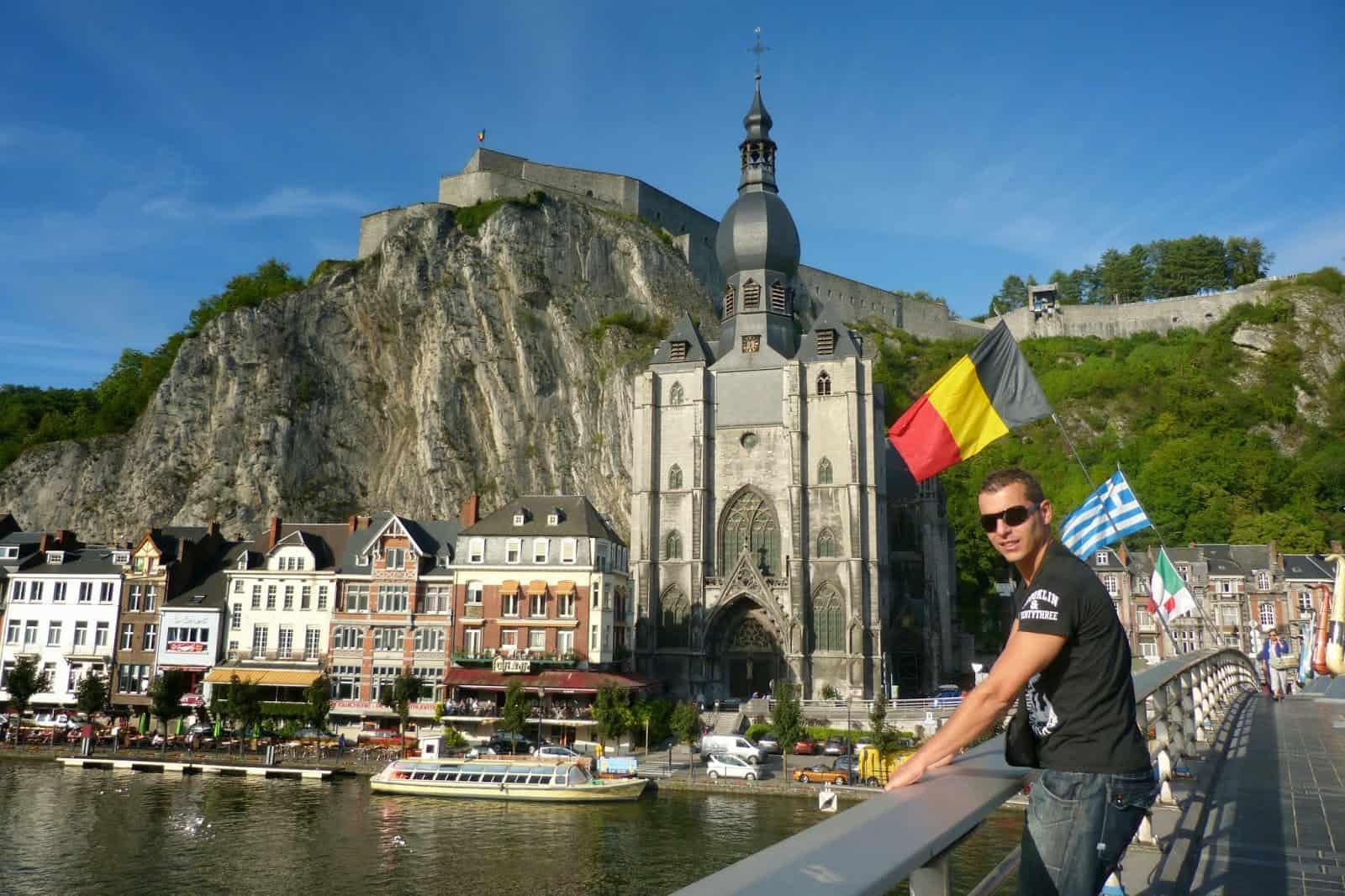 Excursión por el río mosa en Dinant Bélgica