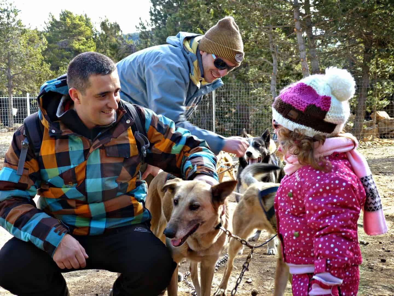 Divertido paseo con trineo de perros, increíble y emocionante aventura con los niños en Andorra Andorra