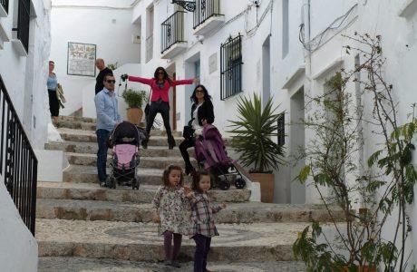 Viajar a Frigiliana, invita a conocerla Málaga