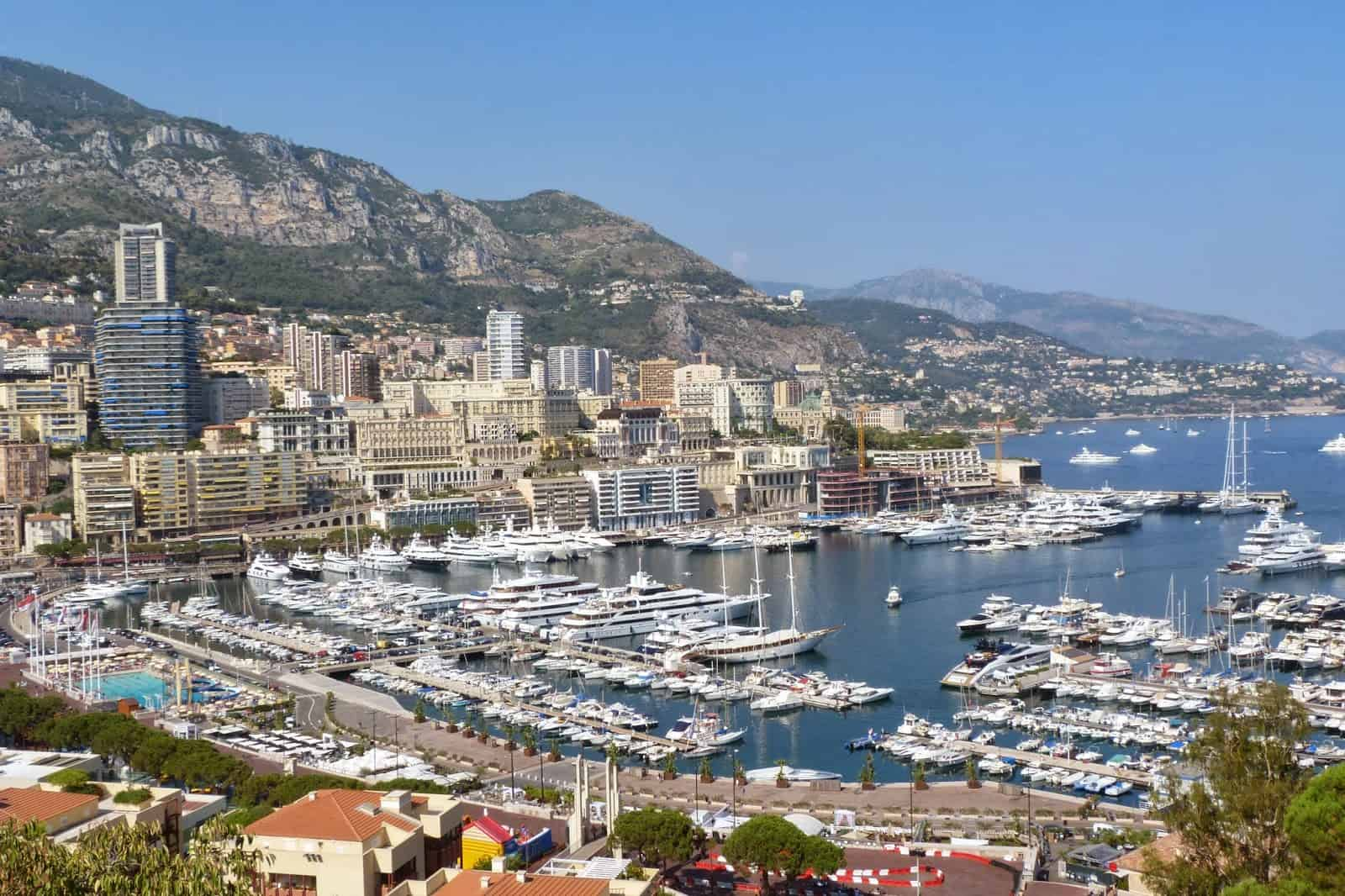 Observando el lujo de lejos, Mónaco.