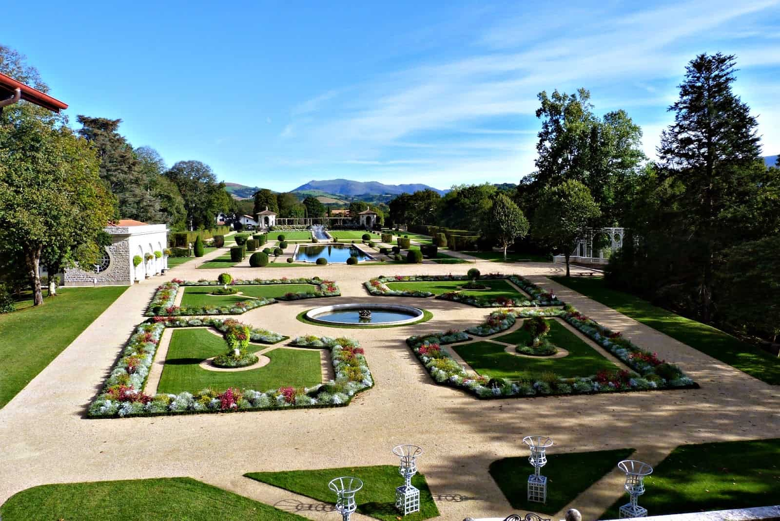 Disfrutando con las niñas en los jardines de Villa Arnaga. Francia