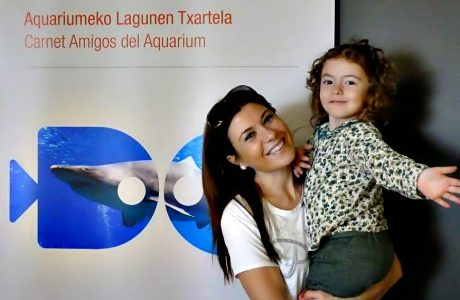 Nadando con tiburones en el Aquarium de San Sebastián. Diversión con niños San Sebastián