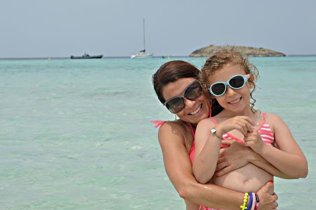 Paseo en bici con niños a la playa de Illetes en Formentera España