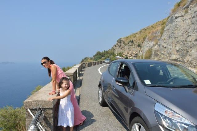 Positano; disfruta de una preciosa vista desde la playa. Costa Amalfitana
