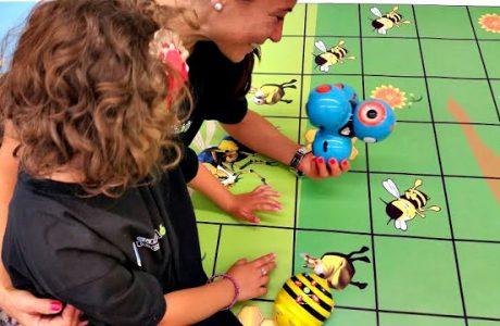 La robótica educativa enseña a nuestros hijos nuevas tecnologías. Varios