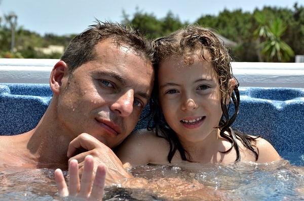 en el jacuzzi hotel Lago Playa en Formentera