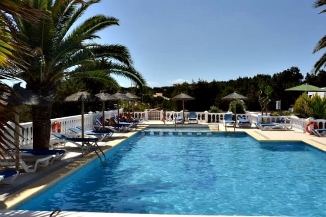 Piscina del hotel Lago Playa en Formentera