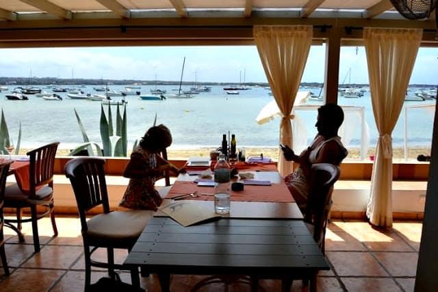 En el restaurante del Hostal la Savina en Formentera
