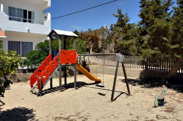 Parque para niños en hotel Lago Playa en Formentera