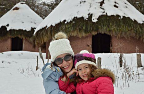 Poblado Cántabro de Argüeso. Planes con niños en la nieve. Cantabria