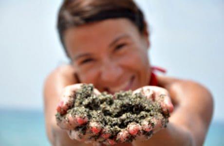 ¿Una playa de arena en la Costa Amalfitana? Ischia en Familia Italia