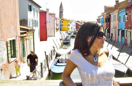 Disfruta del color viajando a la isla de Burano en Venecia. Italia
