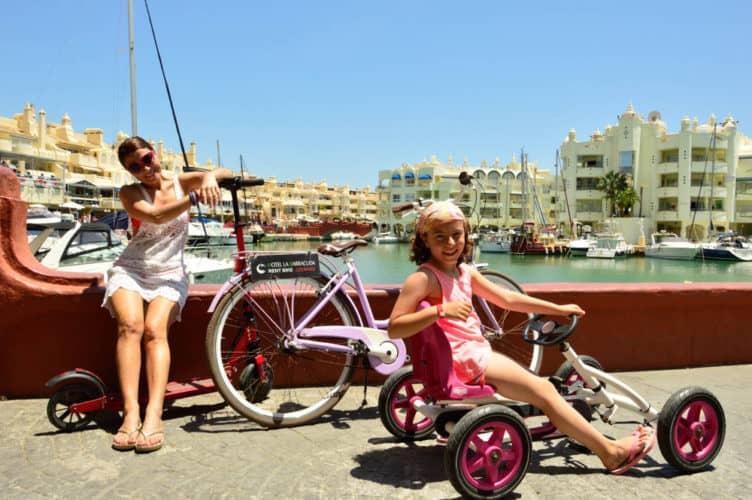 Paseo de Benalmádena con las bicicletas