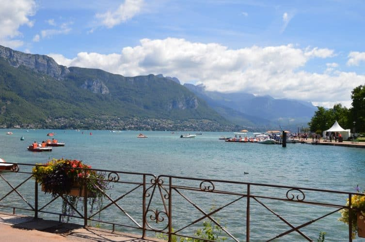 lago-de-annecy-con-niños-familia-viajar-francia