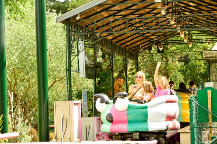 http://viajandoconmami.com/2017/08/sendaviva-un-parque-de-atracciones-de-los-mas-sorprendente