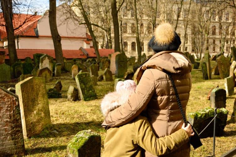 cementerio-judio-de-praga-viajar-con-niños