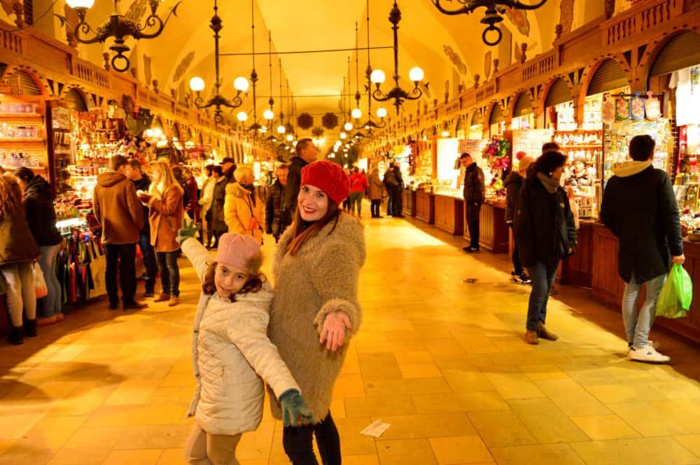 Mercado-de-Navidad-de-Cracovia-con-niños-Polonia