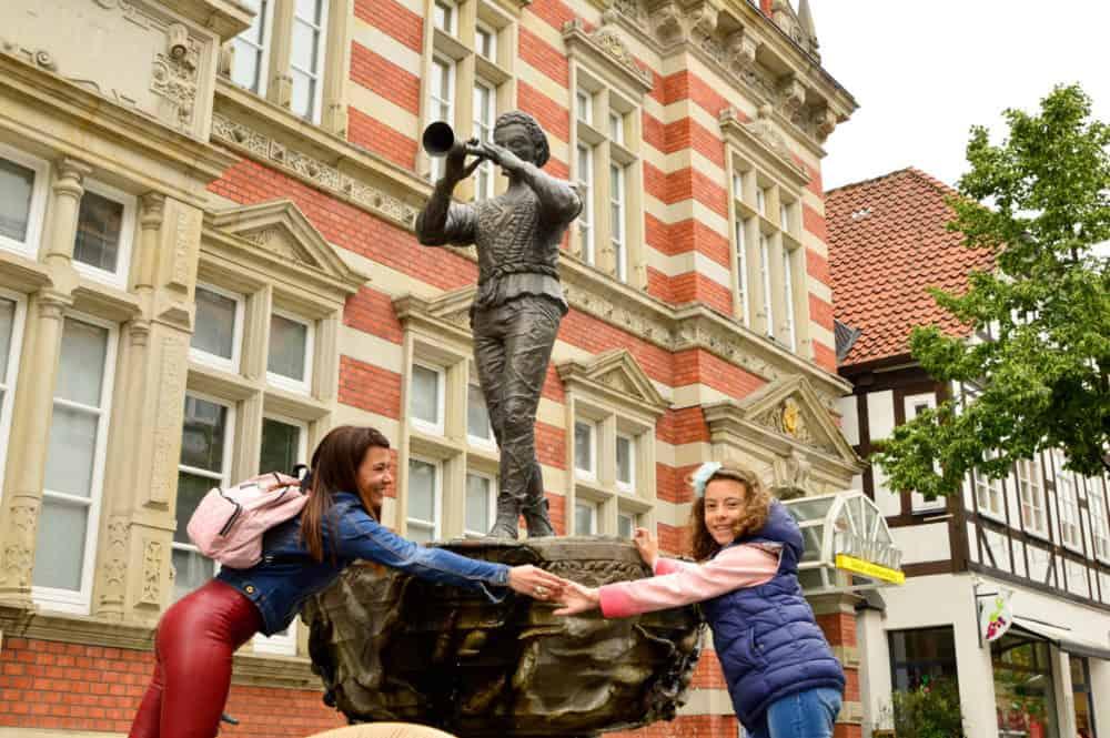 Descubre Hamelin con el sonido de una flauta. Alemania con niños Alemania