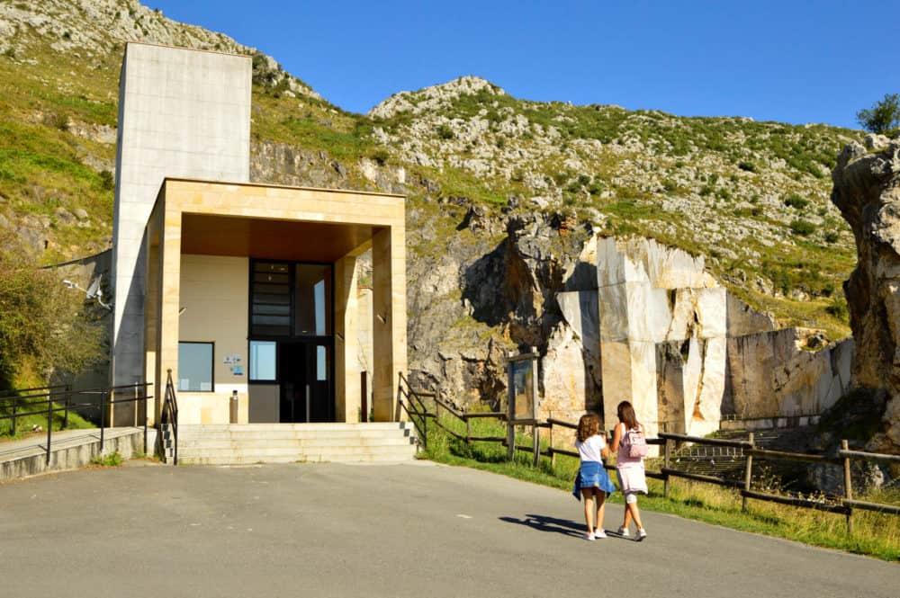 Cuevas-de-Pozalagua-viajar-con-niños-bizkaia-basquemountains