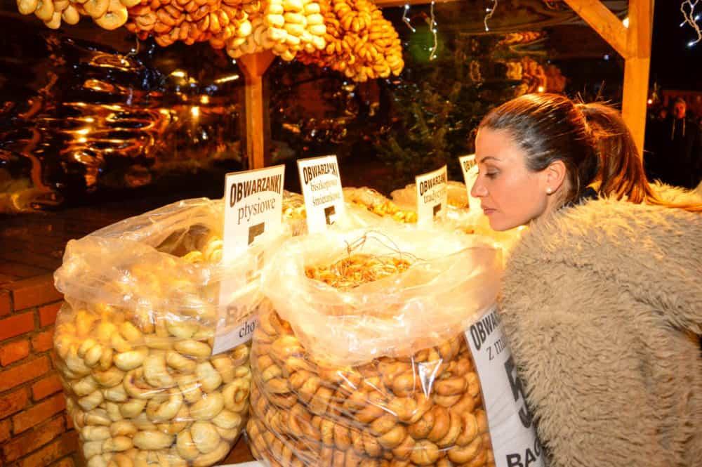 Mercado de Navidad en Varsovia. Polonia con niños. Europa
