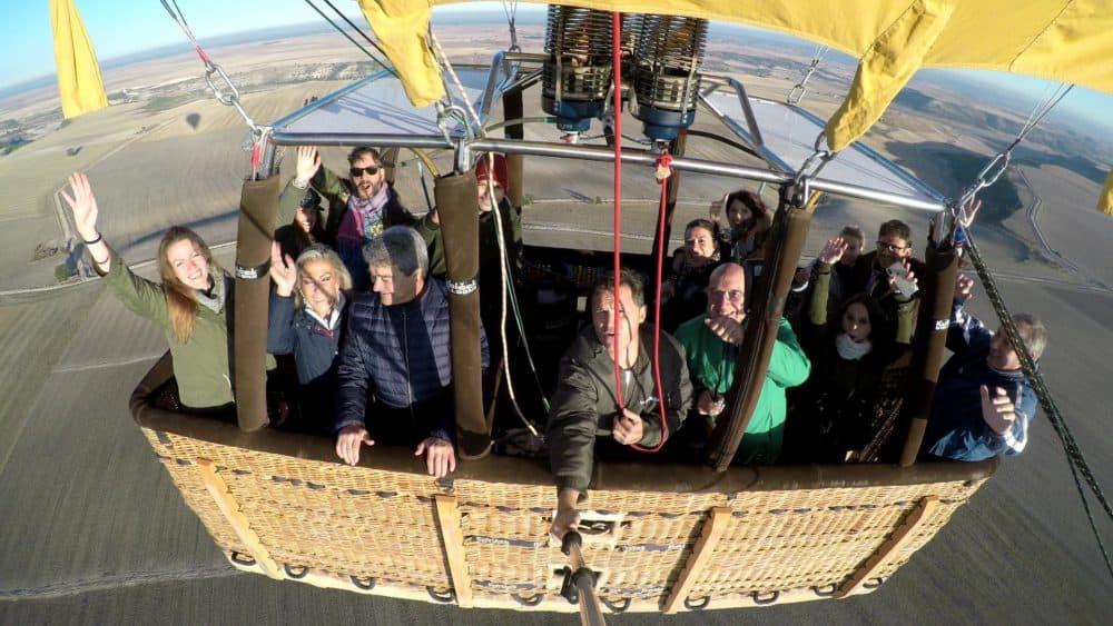 Volar-en-globo-valladolid-planes-con-niños-vallaglobo-merakiestudio