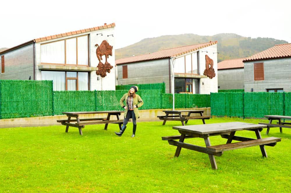 Viajandoconmami-Cabañas-La-Senda-de-los-Elefantes-Parque-Cabárceno-Cantabria-Apartamentos-familiares