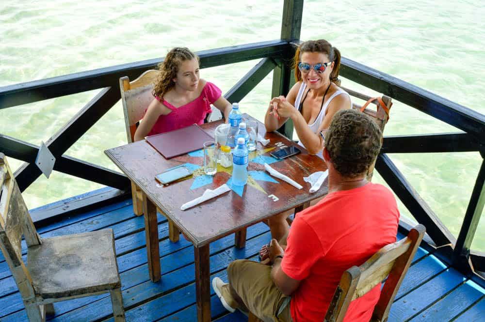 Viajandoconmami-cuba-con-niños-viajar-restaurante-el-laurel-la-habana