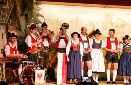 Viajandoconmami-Viajar-con-niños-a-Austria-Innsbruck-vacaciones-restaurantes-tirol-música