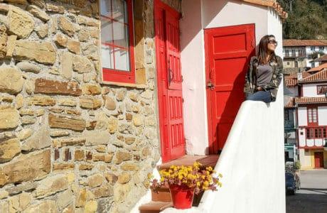 Tazones en Asturias. 1 lugar que te envuelve de color Asturias