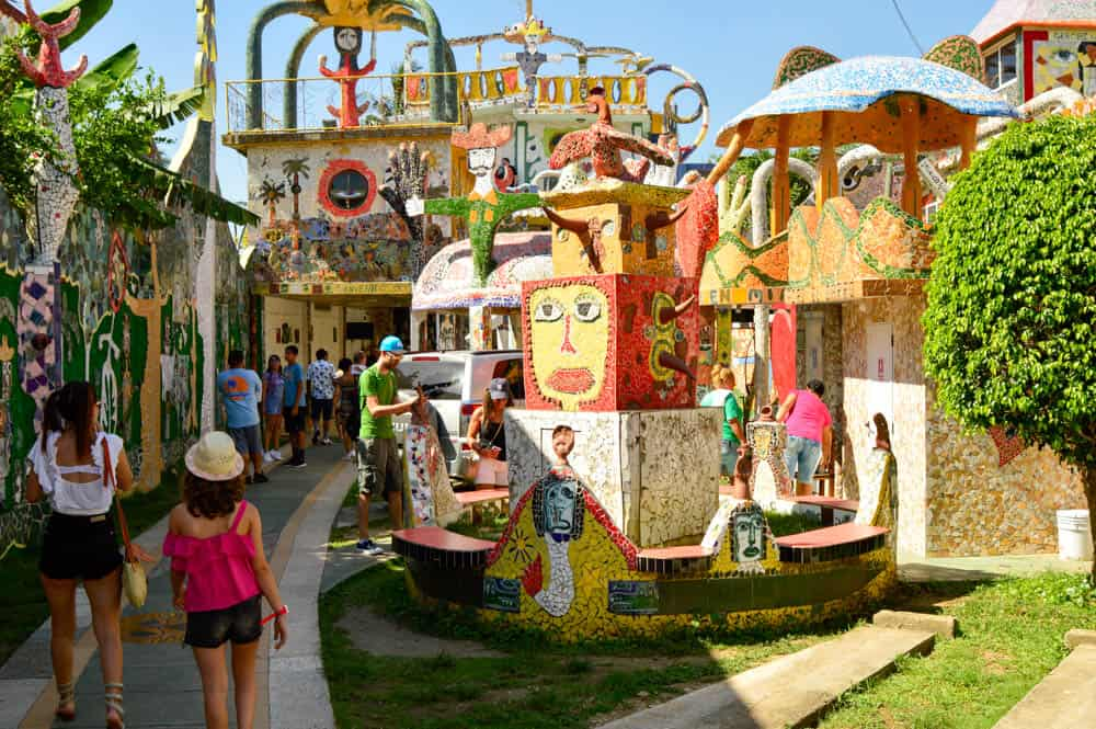 Viajandoconmammi-Viajar-con-niños-Vacaciones-familia-planes-con-niños-en-Cuba-La-Habana-Fusterlandia-Travel