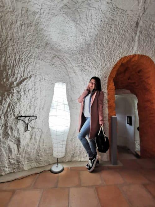 Pasillo de una de las casas cuevas de Valtierra en Navarra
