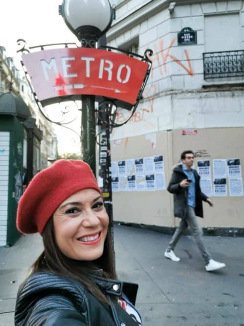 metro hacia la parada de Lamarck Caulaincourt de París