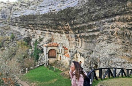Viajandoconmami-planes-en-familia-Burgos-Ojo-Guareña-Ermita-San-Bernabé-Cascada-de-la-Mea