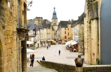 Viajandoconmami-planes-en-familia-viajar-con-niños-travel- Sarlat-le-Caneda-sur-Francia