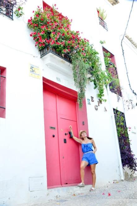 Puertas Rosas de las calles de Altea en Alicante