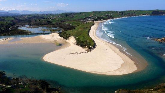 Tipis, Surf y la Playa de Oyambre en Cantabria Europa