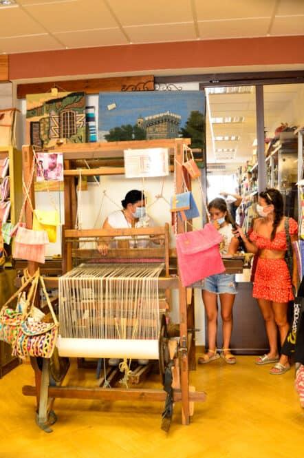Tienda artesana de Isabel Montolla en Nijar Almería