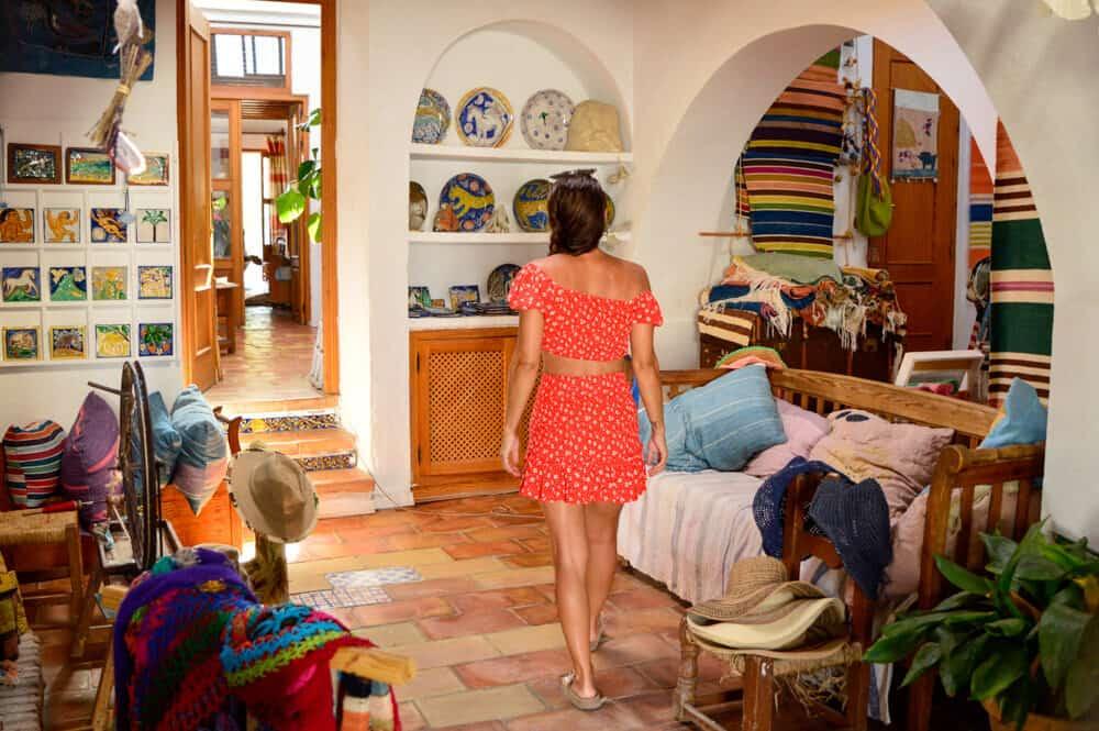 Tienda de los Milagros Isabel y Matthew en Nijar Almería