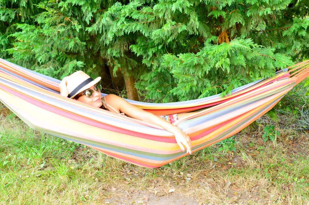 Zona Chill Out de Oyabre Sur Camp en Cantabria