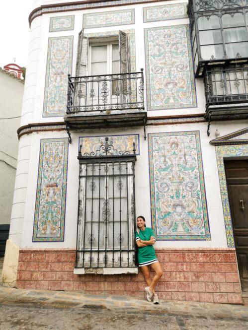 Casa de azulejos en la plaza central de Ubrique en Cádiz, Andalucía