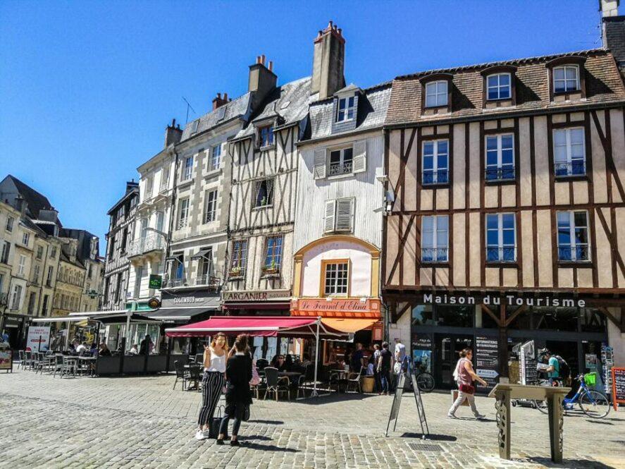 5 bonitas calles de Poitiers que no te puedes perder Francia