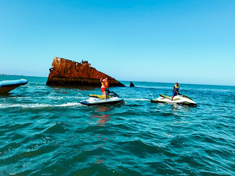 Actividades-en-Chipiona-Cádiz-moto-de-agua-barco-del-arroz